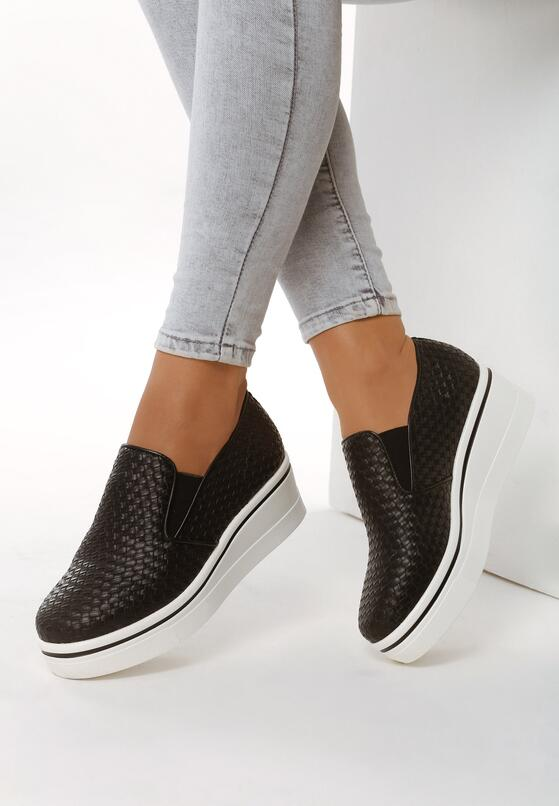 Czarne Slip On Considerate